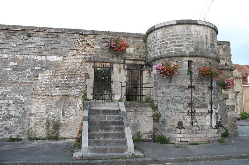 Photo du Monument Historique Citerne militaire situé à Bergues