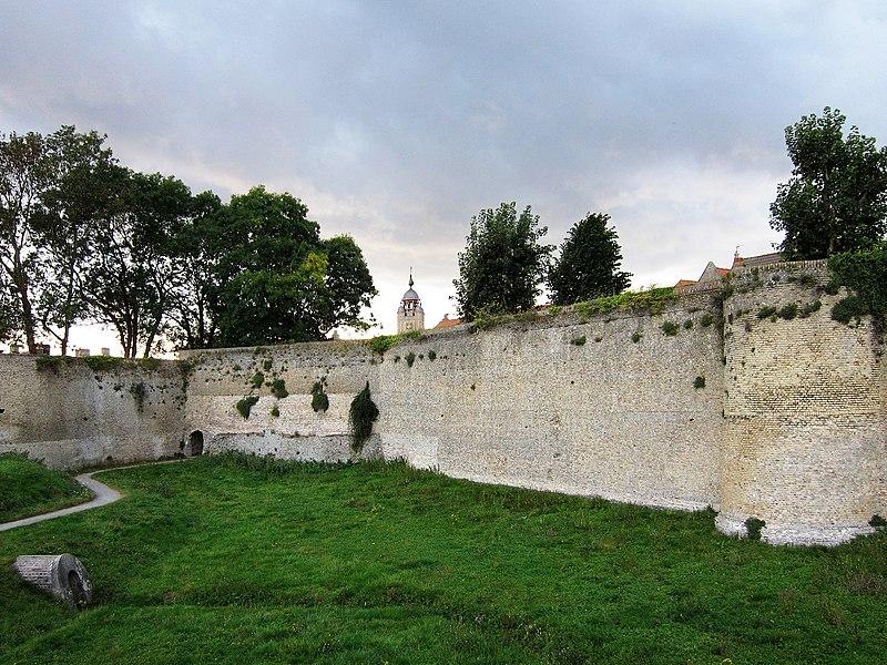 Photo du Monument Historique Enceinte fortifiée situé à Bergues