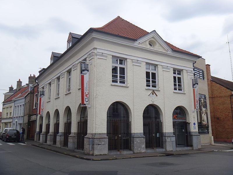 Photo du Monument Historique Immeuble abritant le marché au poisson et les sapeurs-pompiers situé à Bourbourg