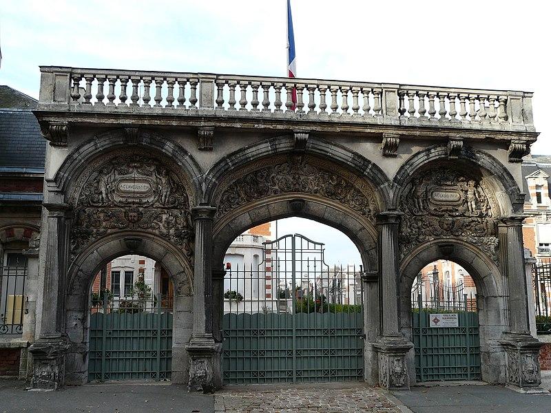 Photo du Monument Historique Palais épiscopal situé à Cambrai