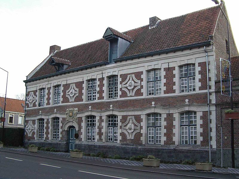 Photo du Monument Historique Ancien relais de poste situé à Chéreng