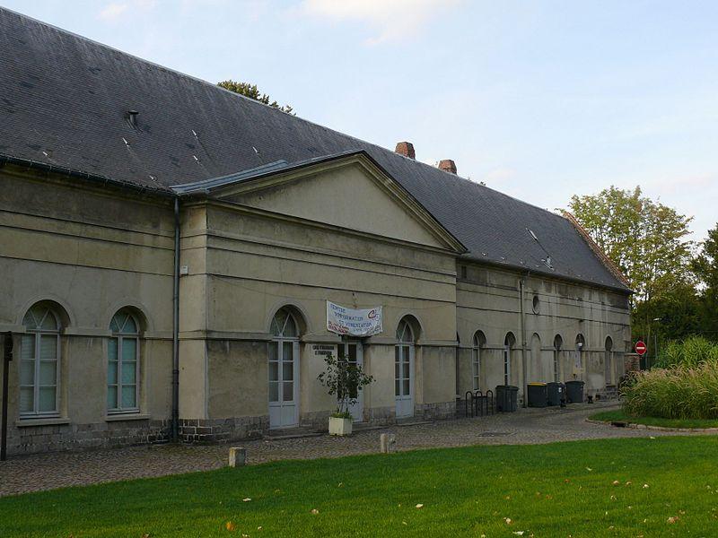 Photo du Monument Historique Ancien couvent des Capucins, dans le Jardin des Plantes situé à Douai