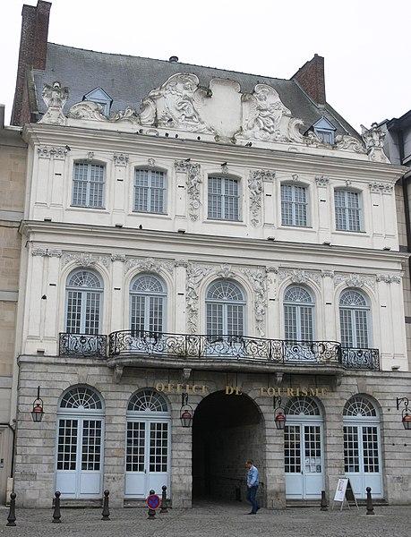 Photo du Monument Historique Hôtel du Dauphin situé à Douai