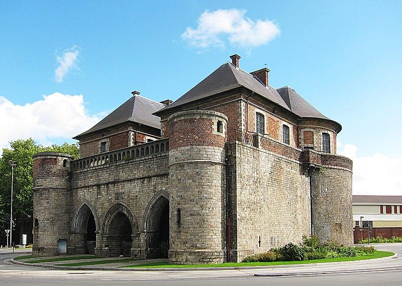 Photo du Monument Historique Porte de Valenciennes ou Porte Vacqueresse situé à Douai