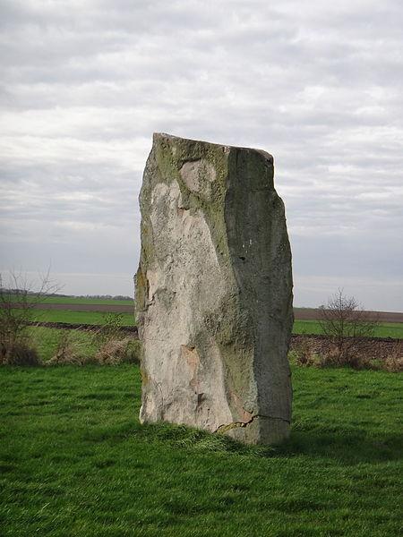 Photo du Monument Historique Menhir dit La Pierre du Diable situé à Lécluse
