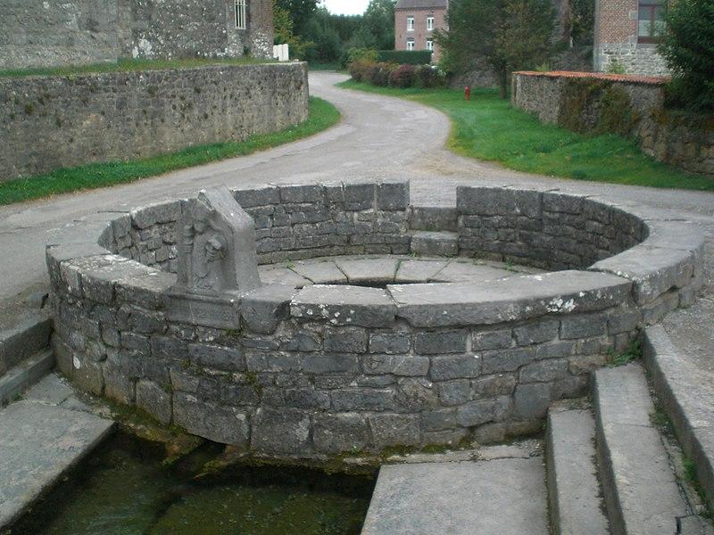 Photo du Monument Historique Fontaine Saint-Eloi situé à Floursies