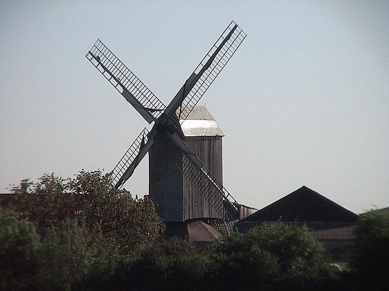 Photo du Monument Historique Moulin à vent d'Hofland, dit aussi moulin d'Accou situé à Houtkerque