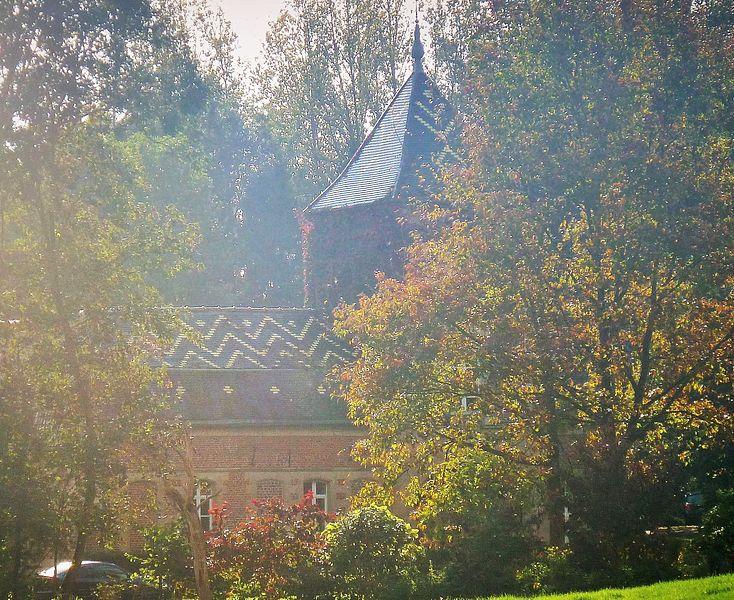 Photo du Monument Historique Château et Ferme d'en Haut situé à Jenlain