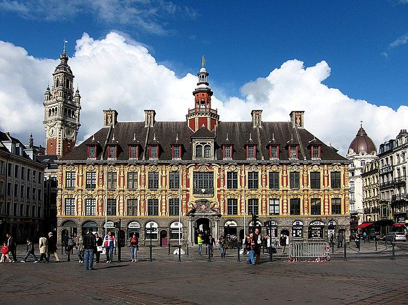 Photo du Monument Historique Vieille bourse du commerce situé à Lille