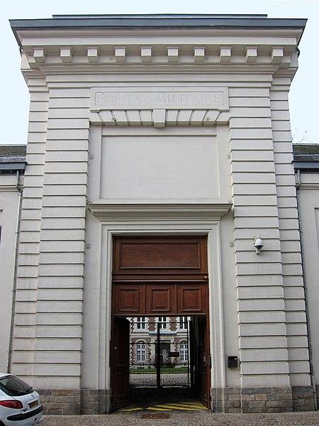 Photo du Monument Historique Hôpital militaire Scrive, ancien collège des Jésuites situé à Lille