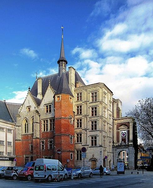 Photo du Monument Historique Palais Rihour situé à Lille