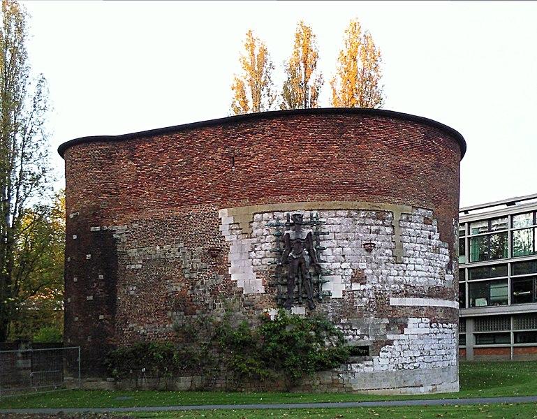 Photo du Monument Historique La Noble Tour situé à Lille