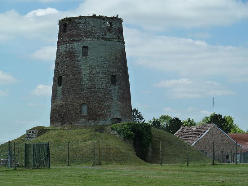 Photo du Monument Historique Moulin à vent Meesemaecker (point géodésique) situé à Looberghe