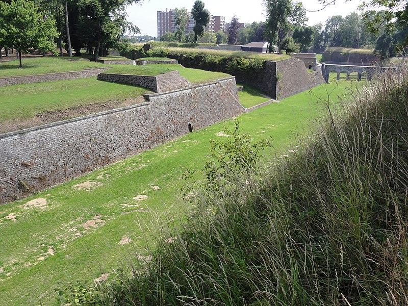 Photo du Monument Historique Fortifications situé à Maubeuge