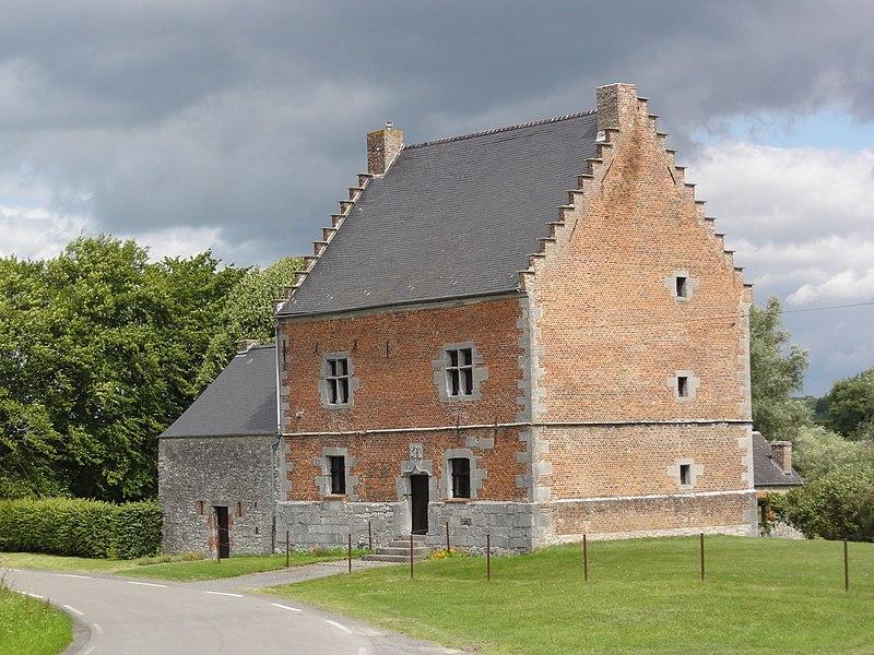 Photo du Monument Historique Manoir situé à Moustier-en-Fagne