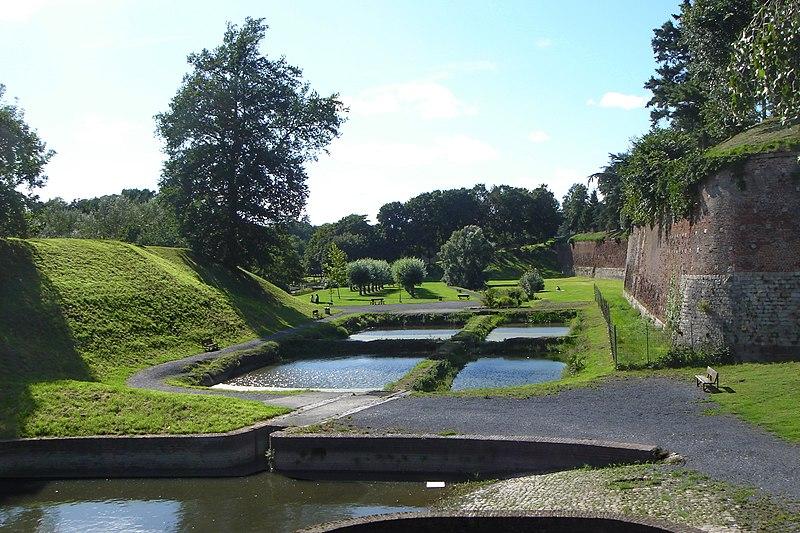 Photo du Monument Historique Remparts situé à Quesnoy (Le)