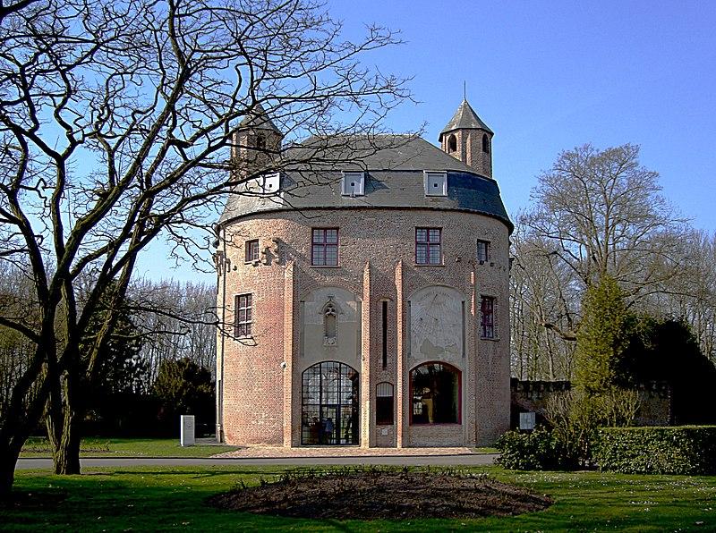 Photo du Monument Historique Château dit de Philippe de Comines situé à Renescure