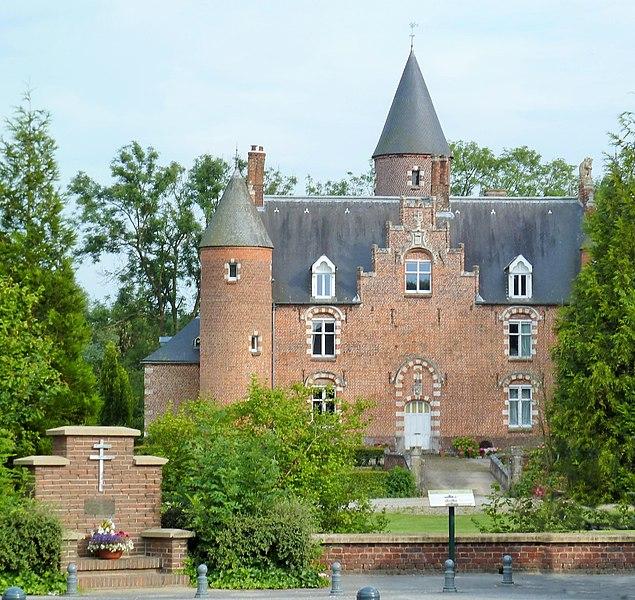 Photo du Monument Historique Château de Zuthove situé à Renescure