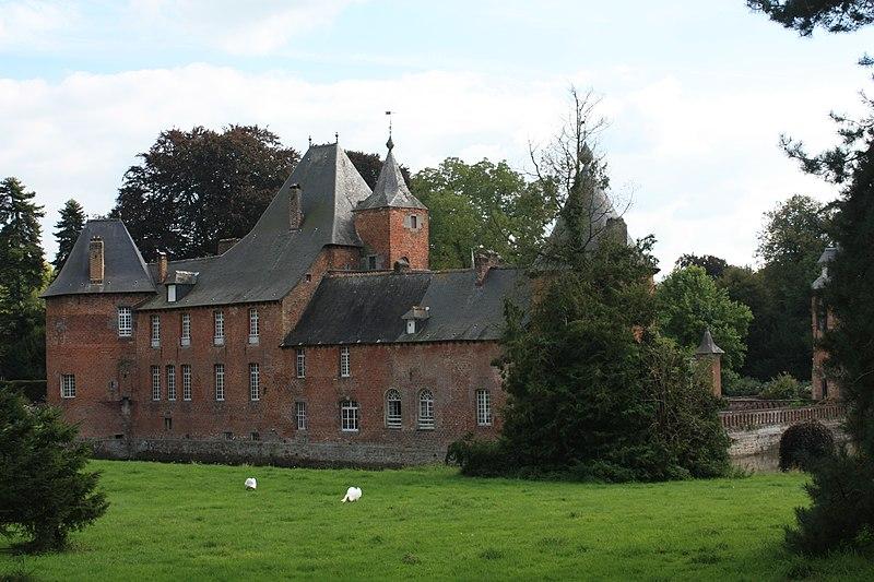 Photo du Monument Historique Château de Rametz situé à Saint-Waast