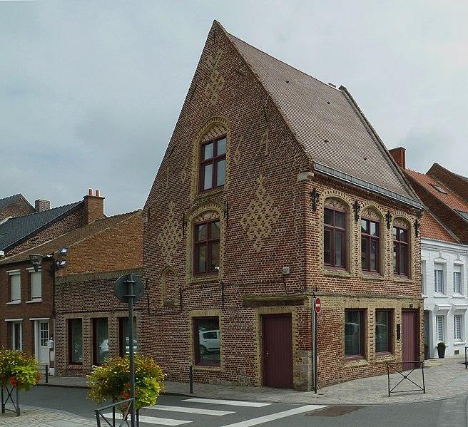 Photo du Monument Historique Immeuble portant enseigne Au Coq Estaminet situé à Steenvoorde