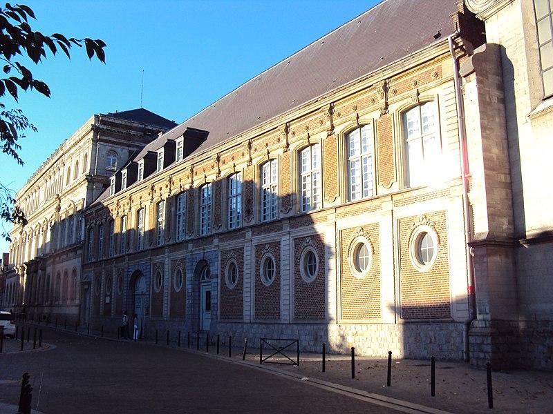 Photo du Monument Historique Ancien collège des Jésuites situé à Valenciennes
