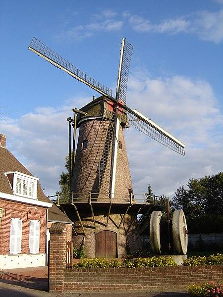 Photo du Monument Historique Moulin et maison du Meunier situé à Halluin