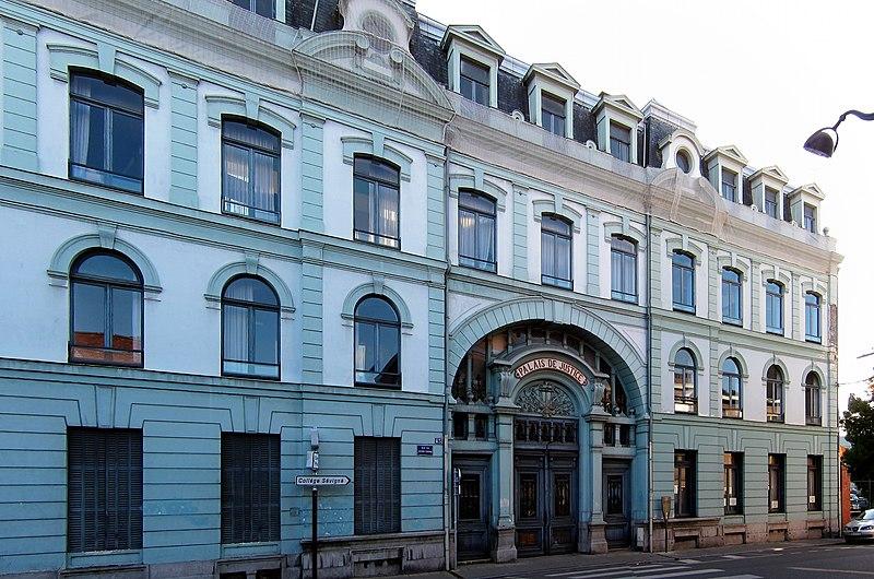 Photo du Monument Historique Hôtel Pierre Catteau, actuel palais de justice situé à Roubaix