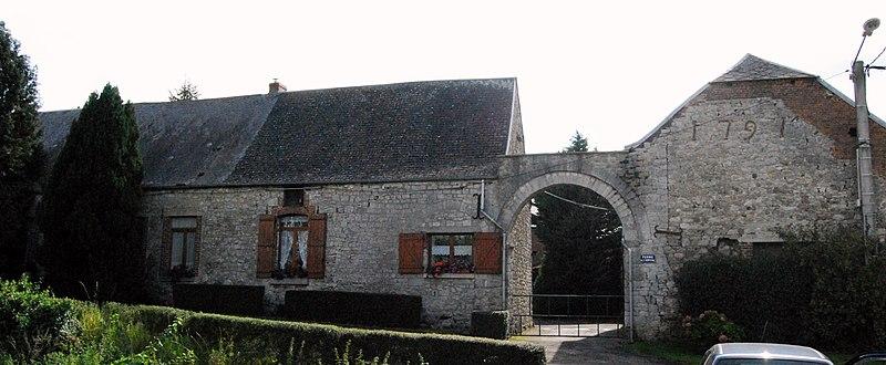 Photo du Monument Historique Commanderie des Hospitaliers situé à Ecuélin