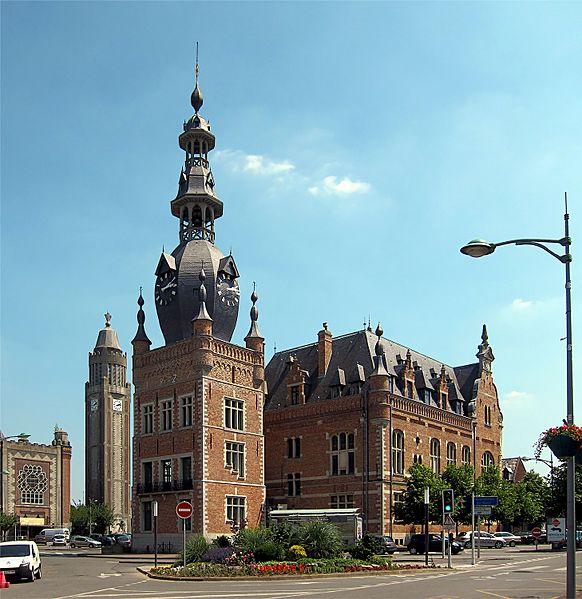 Photo du Monument Historique Hôtel de ville situé à Comines