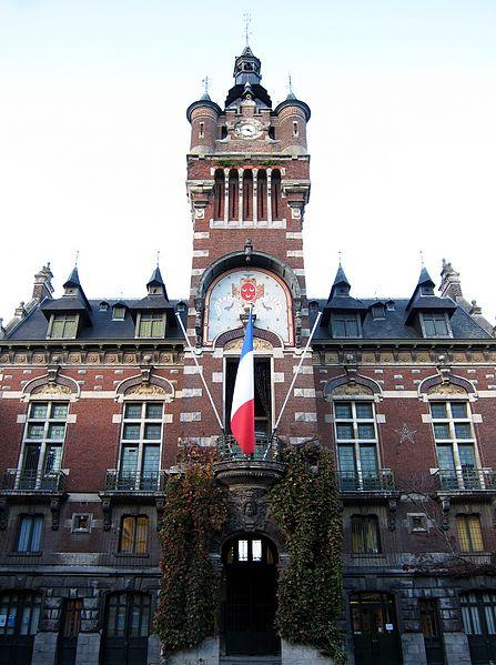 Photo du Monument Historique Hôtel de ville situé à Loos