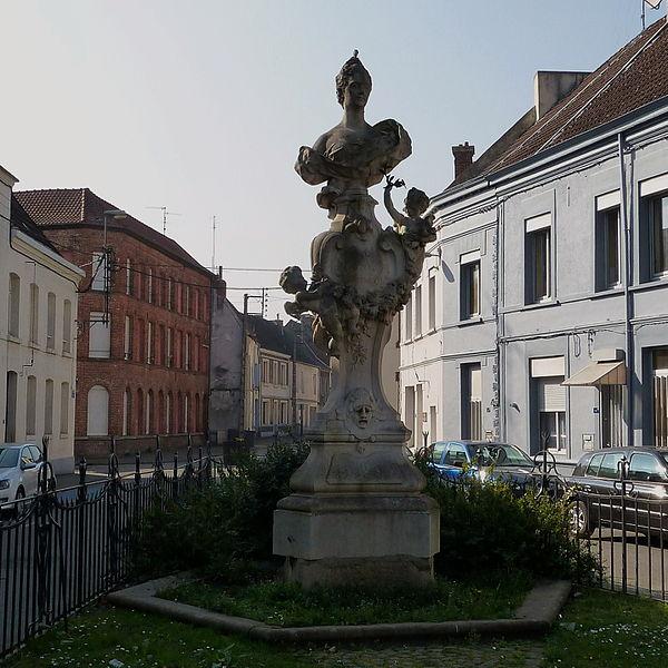 Photo du Monument Historique Monument commémoratif de la tragédienne Hippolyte Clairon, dit Monument de la Clairon situé à Condé-sur-l'Escaut