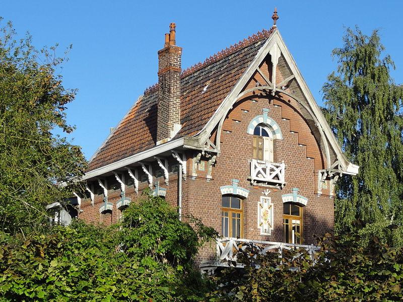 Photo du Monument Historique Ancienne école ménagère du quartier d'Arenberg situé à Wallers