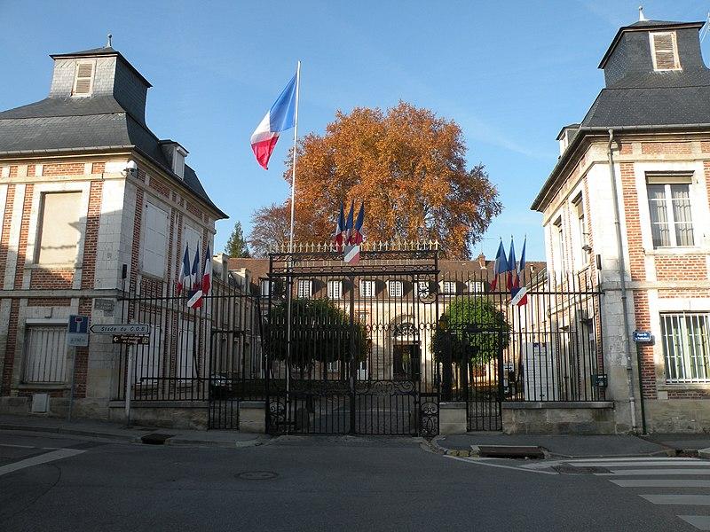 Photo du Monument Historique Ancienne abbaye Saint-Quentin situé à Beauvais