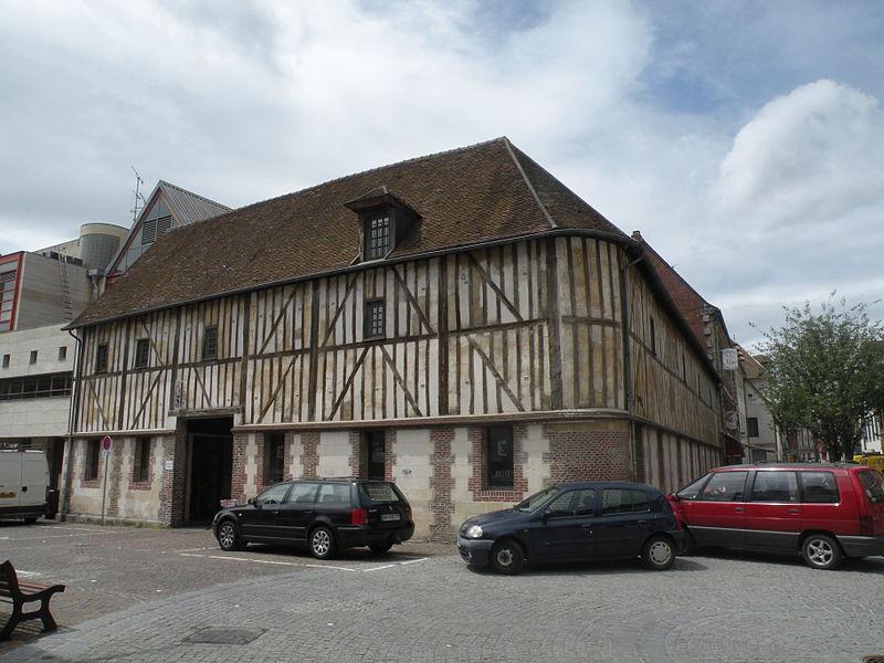 Photo du Monument Historique Ancien Bureau des Pauvres situé à Beauvais