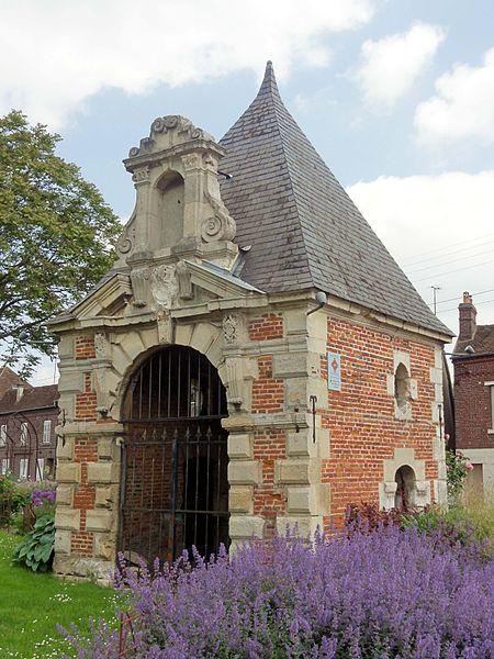 Photo du Monument Historique Chapelle du cimetière de Notre-Dame-du-Thil situé à Beauvais