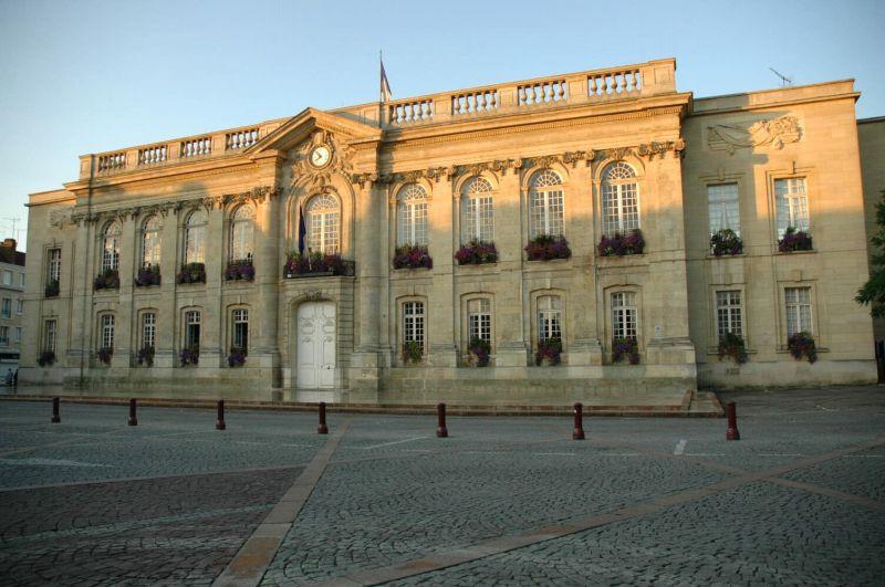 Photo du Monument Historique Hôtel de ville situé à Beauvais