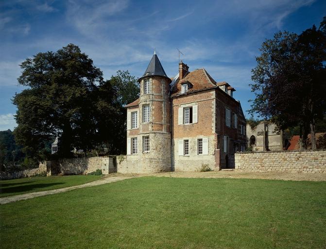 Photo du Monument Historique Château de Béhéricourt situé à Béhéricourt