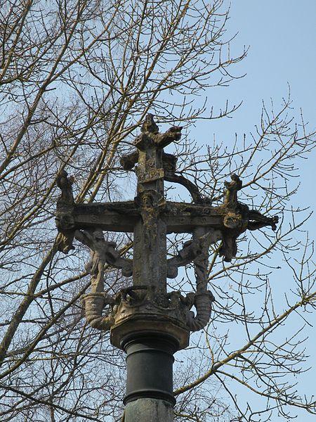Photo du Monument Historique Croix de cimetière situé à Boutencourt