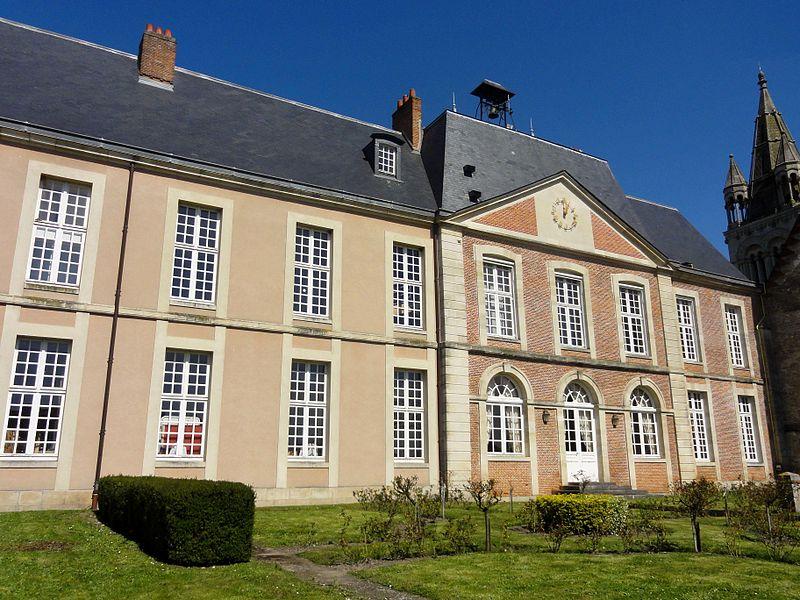 Photo du Monument Historique Château de Bresles, ancienne résidence des évêques de Beauvais situé à Bresles