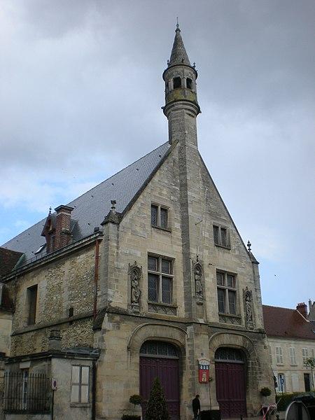 Photo du Monument Historique Hôtel de ville situé à Clermont