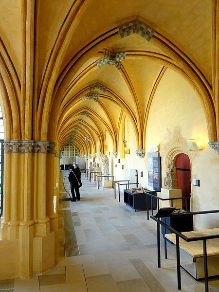 Photo du Monument Historique Ancienne abbaye de Saint-Corneille, abritant la Bibliothèque municipale Saint-Corneille situé à Compiègne