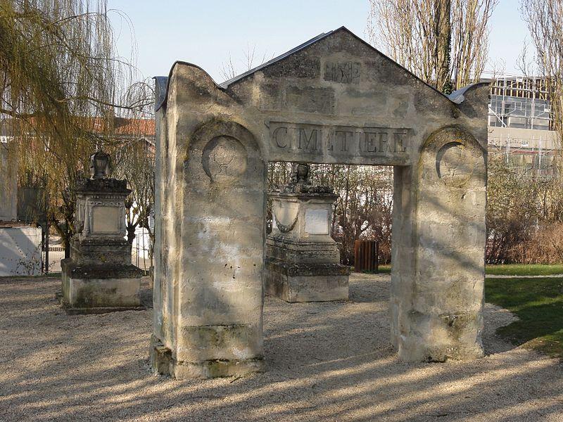 Photo du Monument Historique Cimetière de Clamart situé à Compiègne