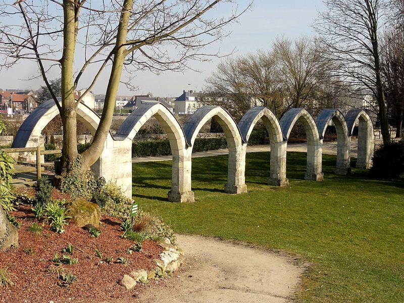 Photo du Monument Historique Vestiges du couvent des Jacobins et ancienne enceinte de la ville situé à Compiègne