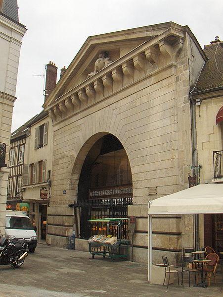 Photo du Monument Historique Ancien grenier à sel situé à Compiègne