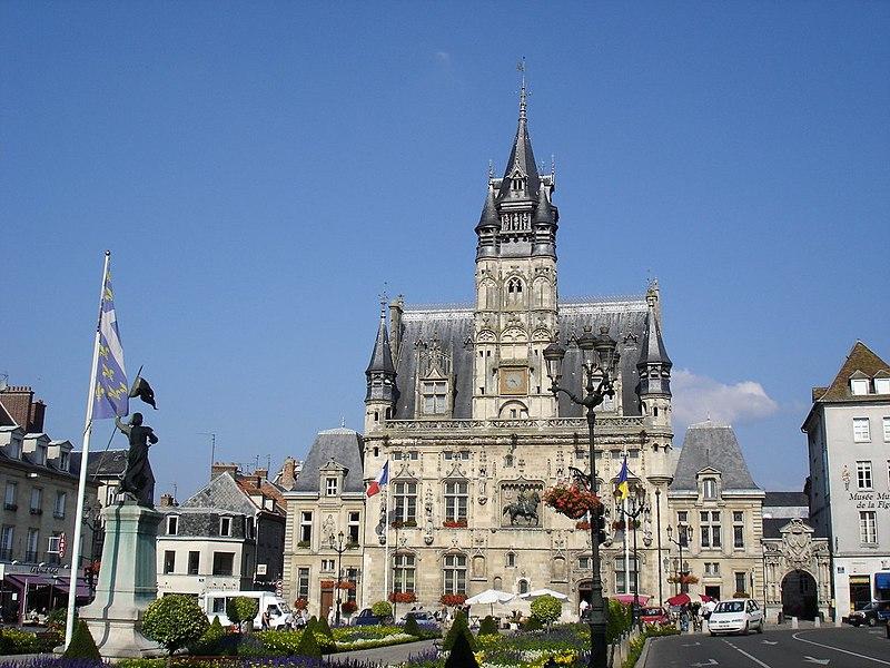 Photo du Monument Historique Hôtel de ville situé à Compiègne