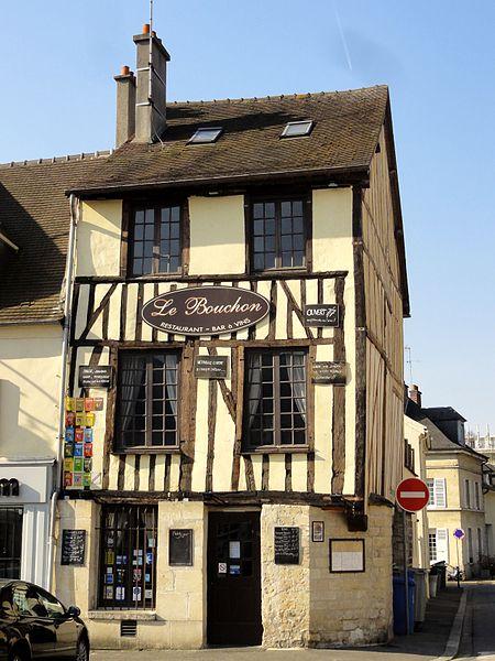 Photo du Monument Historique Maison à pan de bois situé à Compiègne