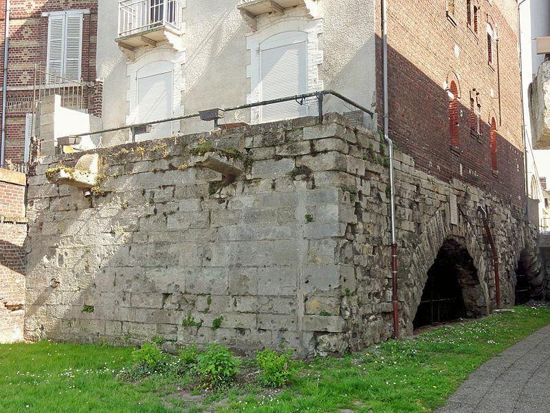 Photo du Monument Historique Pont de Jeanne d'Arc sous la maison (les arches) situé à Compiègne