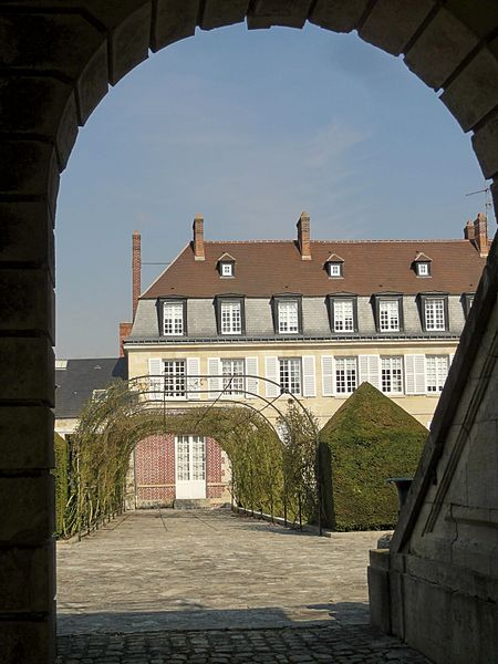 Photo du Monument Historique Ancien hôtel des Relations extérieures situé à Compiègne