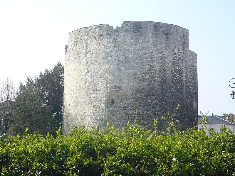 Photo du Monument Historique Tour Jeanne d'Arc situé à Compiègne