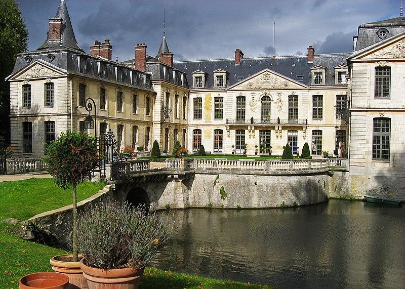 Photo du Monument Historique Domaine de Jean-Jacques-Rousseau situé à Ermenonville